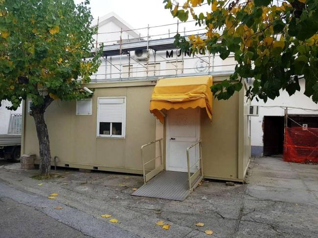 Ufficio Postale Poste Italiane : Montegiordano. ufficio postale in un container da anni. gallo chiede
