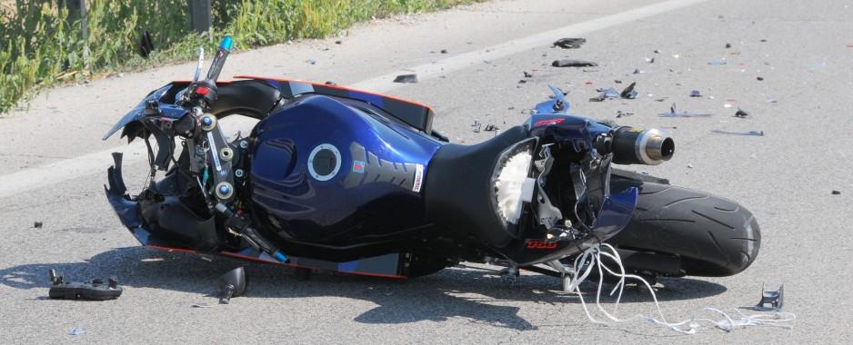 Scontro tra moto e auto a Francavilla Marittima. Perde la vita un uomo del posto
