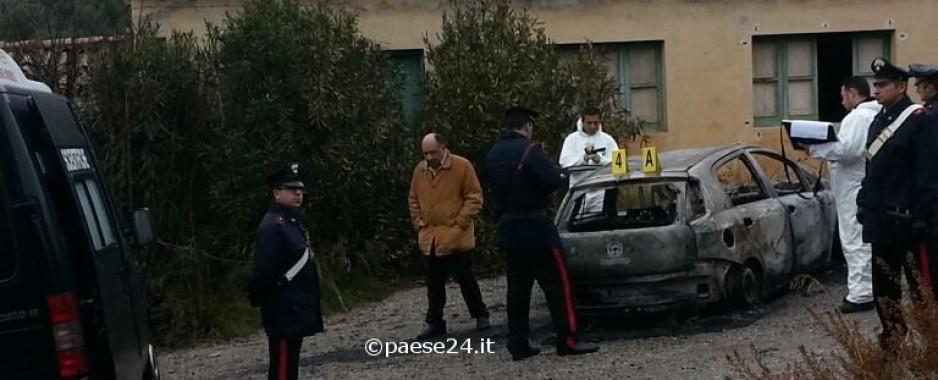 Cassano. Tre persone bruciate in auto, anche un bambino. Vescovo sul posto. Condanna del sindaco