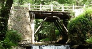 Ponte di legno sul fiume Simeri