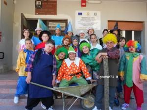 il cast gli alunni della Primaria di Oriolo impegnati nella rappresentazione teatrale di Pinocchio
