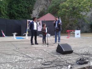Da sinistra: Battarino, il piccolo Kristian e Simonelli durante la presentazione della serata