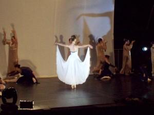 Danzatori in scena rossano