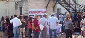 Assemblea permanente sul terrazzo del tribunale di Rossano