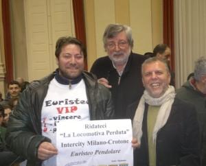 Euristeo Ceraolo (a sinistra) insieme al cantautore Francesco Guccini (al centro)