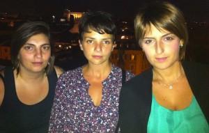 Dalila Nesci (a destra nella foto) insieme ad altre due deputate del M5S, la Castelli e la Spadoni