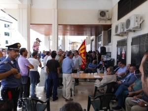 Consiglio comunale interrotto dai lavoratori (Lsu-Lpu)