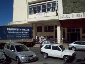 Le operazioni di trasloco dal tribunale di Rossano a quello di Castrovillari