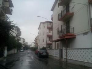 """Via Cosenza a Roseto è stata presa di mira dai """"topi di appartamento"""""""