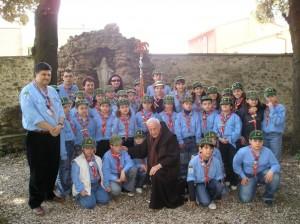 Padre Bernardino tra gli scout