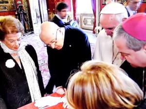 Il Papa e il Capo dello Stato ammirano da vicino il Codex Purpureus Rossanensis