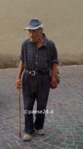 La foto dell'anziano deceduto è stata autorizzata dalla famiglia