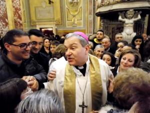 Marcianò abbraccia i tanti fedeli in Cattedrale