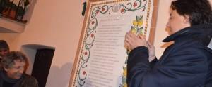 Eugenio Bennato e Aletti durante lo svelamento della stele del cantautore l'anno scorso