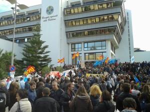 Lsu-Lpu protestano davanti sede Consiglio regionale a Reggio Calabria