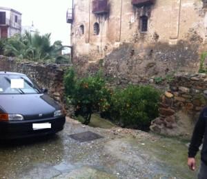 Il muro di cinta del castello di Amendolara è in parte crollato