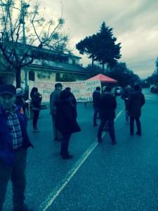 La protesta dei cittadini di Contrada Bucita (foto tratta dal web)