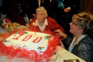 Nonna Modestina spegne la candelina dei suoi cento anni