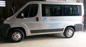 """Noleggia questa vettura 9 posti per i tuoi viaggi di lavoro di piacere o altro. (guida con patente """" B"""" ). Info:  0981-911485 -  info@idelfiniviaggi.it"""