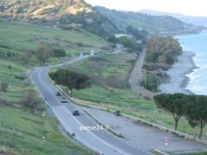 Un tratto della Ss 106 nel comune di Roseto, direzione Taranto