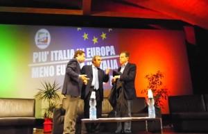 L'onorevole Gasparri (al centro) insieme al sindaco di Rossano, Antoniotti (a sinistra) e al consigliere regionale Caputo