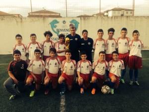 La squadra Esordienti della scuola calcio Forza Ragazzi Schiavonea