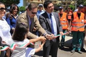 Il momento dell'inaugurazione dell'isola ecologia in località Traforo, nel centro storico di Rossano
