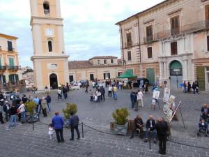 Opere d'arte in piazza Steri, nel centro storico rossanese (foto A. Le Fosse)