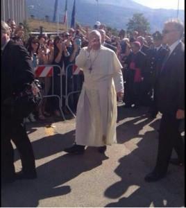 Il Papa davanti alla Casa circondariale di Castrovillari (foto presa dal web)