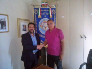 Il presidente di Calabria Etica, Pasqualino Ruperto (a sinistra) e il sindaco di Corigliano, Giuseppe Geraci nel giorno della firma della convenzione (foto presa dalla pagina facebook di Calabria Etica)