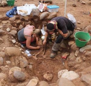 Le operazioni di scavo nella necropoli di Macchiabate