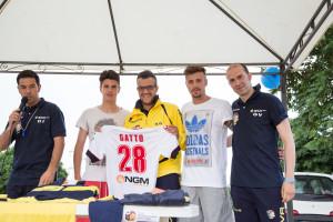 I fratelli Gatto insieme allo staff della scuola calcio scuola calcio Giovani Talenti AJ