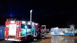 I container in fiamme a Villapiana