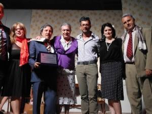 Il momento della premiazione dell'associazione teatrale Vincenzo Tieri di Corigliano  (Foto Antonio Le Fosse)