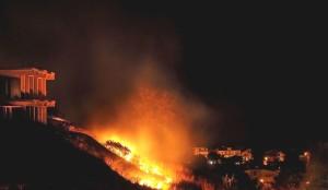 Le abitazione avvolte dalle fiamme a Trebisacce