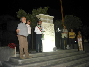 La foto dell'inaugurazione di Piazza Sant'Anna e del monumento dedicato ai minatori