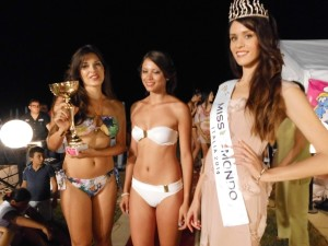 Miss Mondo premia la vincitrice del concorso e la finalista regionale (foto A. Le Fosse)