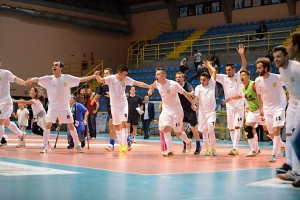 La gioia del Fabrizio Corigliano dopo la prima vittoria nella massima serie di calcio a 5 (foto profilo facebook Fabrizio Corigliano)