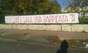 Lo striscione apparso all'esterno del liceo scientifico F. Bruno e dell'I.T.C. L. Palma