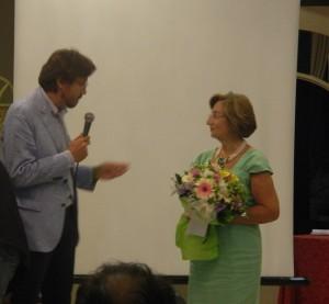 Domenico Marino omaggia la moglie di Antonio Romeo, Emilia Benvenuti