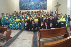 Foto di gruppo in chiesa