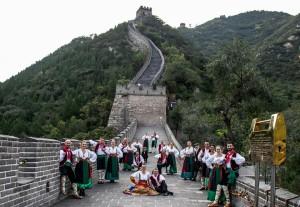La foto del gruppo folkloristico della Pro Loco di Castrovillari a Pechino