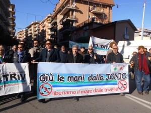 Il corteo, a Roossano, per dire NO alle Trivellazioni nello jonio cosentino (Foto  Antonio Le Fosse)