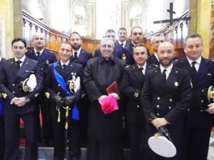 Il Vescovo Satriano con gli uomini della Marina Militare