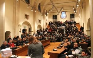 Nel pomeriggio del 30 dicembre, la fatidica firma del contratto di lavoro a tempo determinato dei precari  del comune di Rossano
