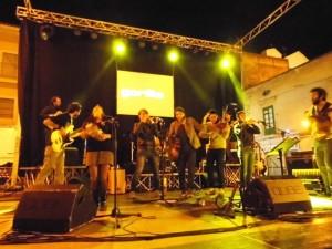 I Musicanti del Vento durante un loro concerto a Rossano