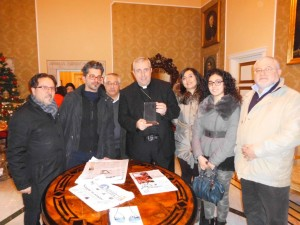 La Delegazione della FITA Cosenza con il Vescovo Satriano  (Foto del Reporter Antonio Le Fosse)