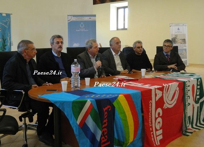Da sinistra; Bruno Marte (segretario provinciale Uil Feneal); Roberto Castagna; Angelo Sposato; Tonino Russo; Mauro Venulejo (segretario provinciale Cisl Filca); Antonio Di Franco)