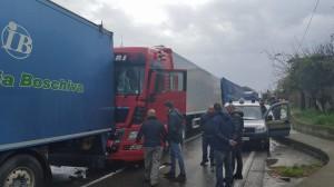 i tre veicoli coinvolti nell'incidente