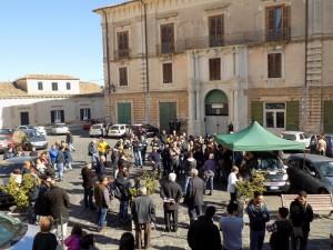 Sit-in stamani in Piazza Steri a Rossano per rivendicare il diritto alla mobilità(Foto realizzata dal Reporter Antonio Le Fosse)